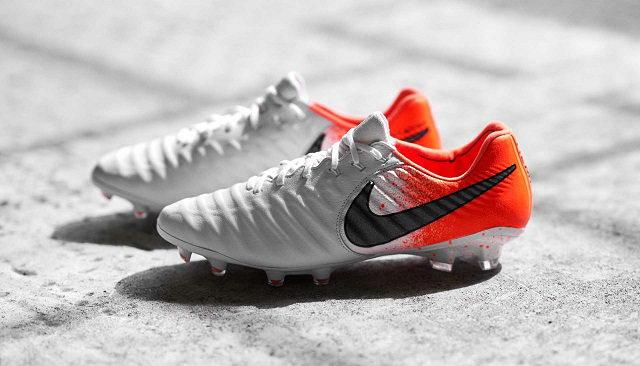 Chọn giày đá bóng cho vị trí hậu vệ