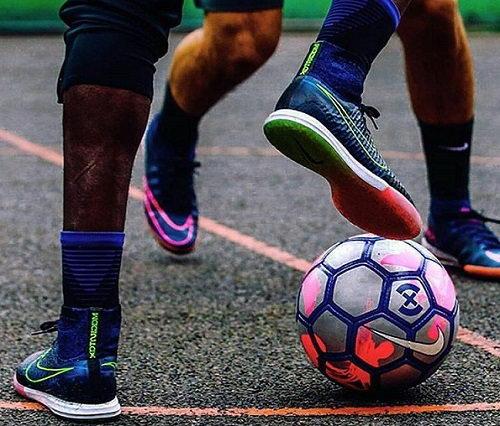 Giày bóng đá đẹp cùng bạn đồng hành