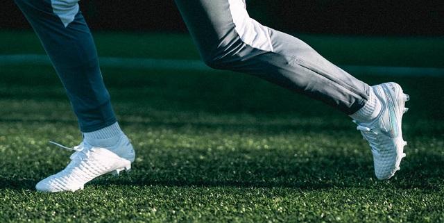 Phân loại giày đá bóng sân cỏ tự nhiên dựa trên tính năng